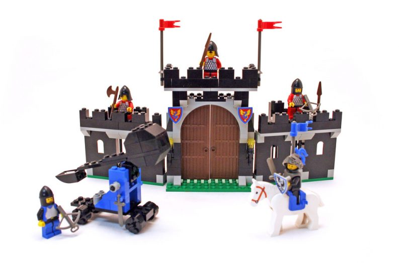 LEGO 6059 – Revisiting The Knight's Stronghold Set - Brick